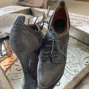 Frye Ava Oxford Heel Lace Up
